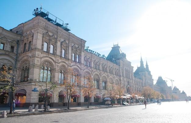 中央百貨店gumの建物の入り口にある赤の広場からの眺め
