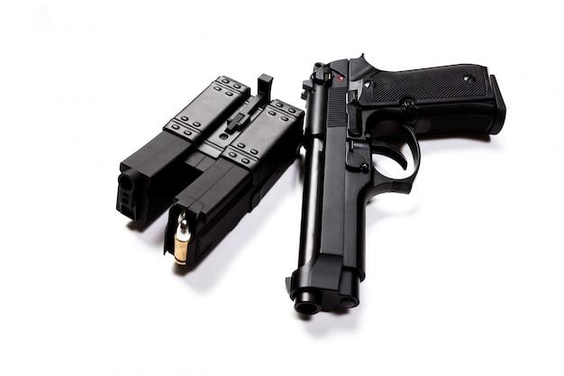 白い背景で隔離の銃