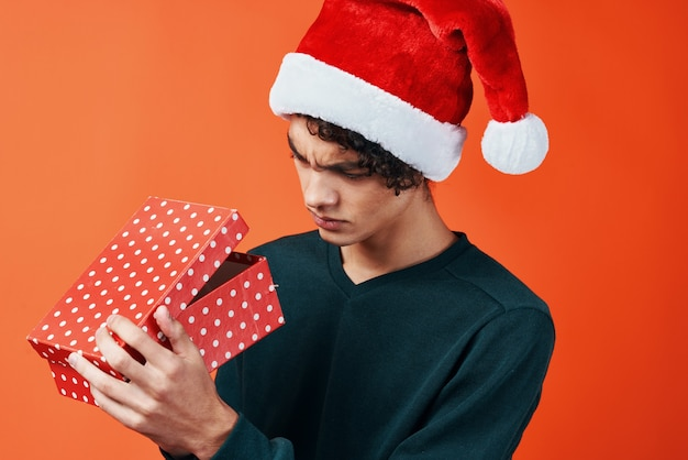 산타 모자 선물 크리스마스 새 해 휴일에 남자입니다. 고품질 사진