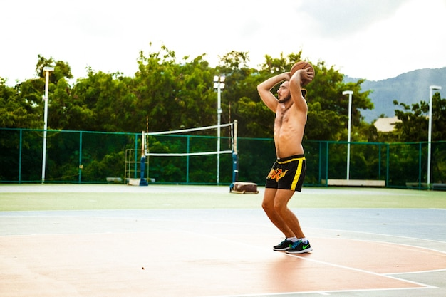 Guy play basketball on the court