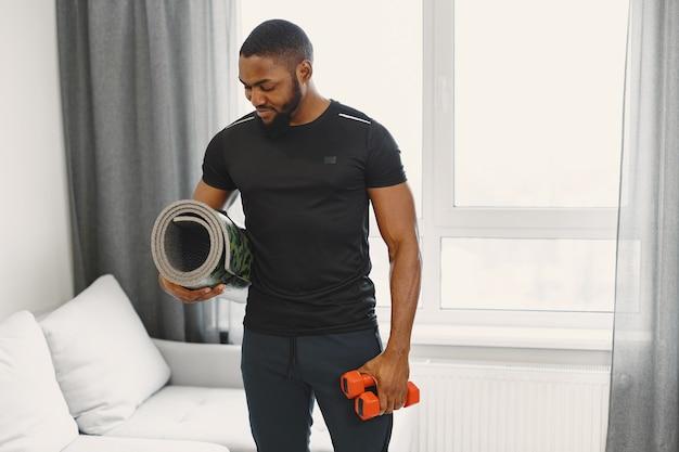 自宅での男トレーニング