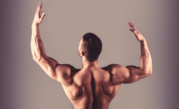 Парень с красивым торсом. мужской голый, здоровый мускулистый парень, мужчина торс. мускулистая спина, мускулистый мужчина, мускулистая спина, голый торс. талия, талия