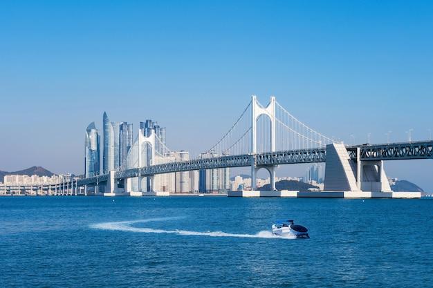韓国、釜山の広安大橋と海雲台