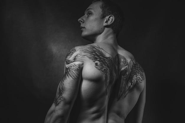 裸の体操選手、スポーツ男