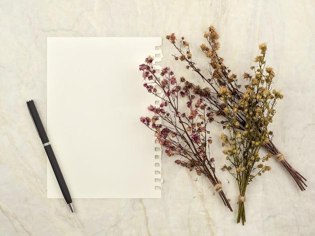 乾燥したgypsophilaの花束の装飾