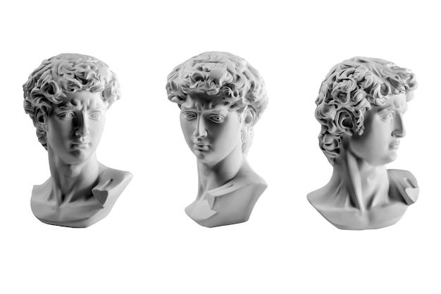 Гипсовая статуя головы давида, гипсовая копия статуи давида микеланджело, изолированные на белом фоне