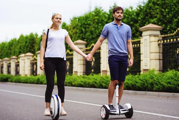 Романтические отношения. пара gyroboard monowheel.