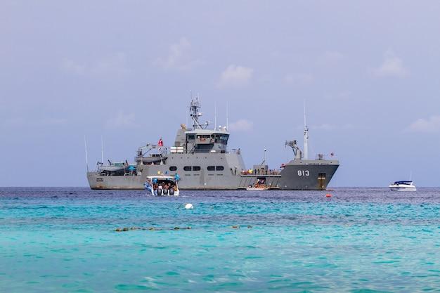 H.t.m.s.pharuehatsa bodi 813 of royal thai navy at similan natural park