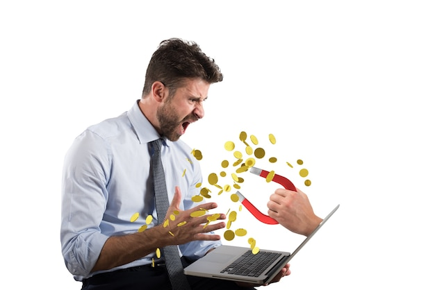 ハッカーは、詐欺やフィッシングのビジネスマンの概念の銀行口座からお金を盗みます