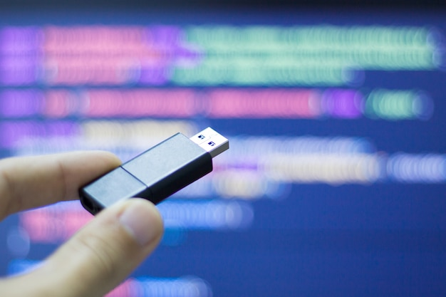 Hacker use a flash usb to infect computer equipment