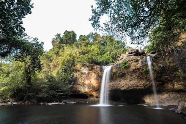 カオヤイ国立公園ナコンラチャシマ州のhaew suwat滝