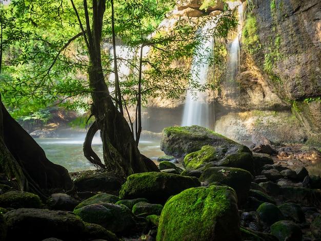 Haew suwat滝カオヤイ国立公園、ナコンラチャシマー、タイ
