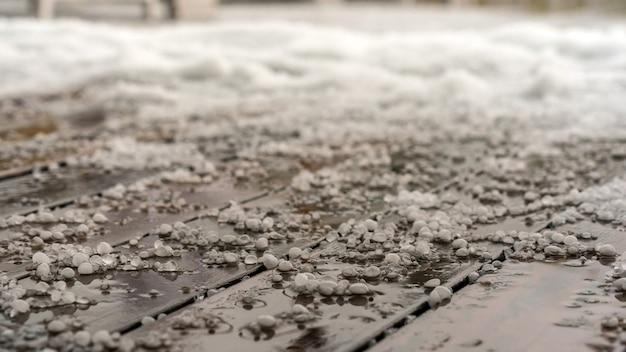 바닥에 우박, 가을 소치 krasnaya polyana