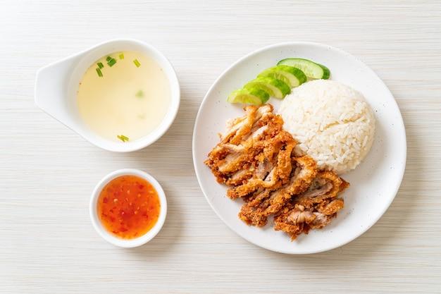 Куриный рис по-хайнаньски с жареной курицей
