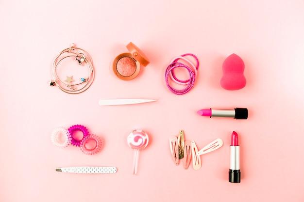 Аксессуары для волос и композиция для губной помады