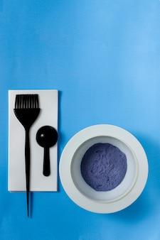 Hair coloring powder, measuring spoon, paint brush, strand foil