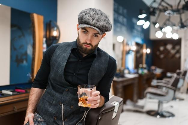 ウイスキーのガラスと美容院