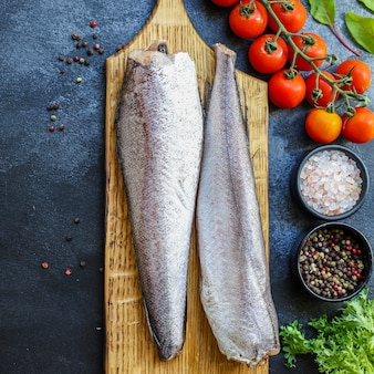 Хек сырая рыба нарезанный ингредиент из морепродуктов размер порции натуральный продукт