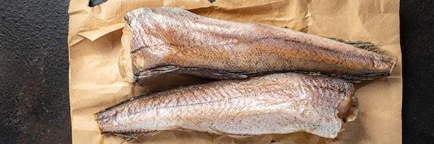 メルルーサ生の魚の白い切り身のシーフードをテーブルの上で食事の軽食を食べる準備ができて新鮮なコピースペースの食べ物