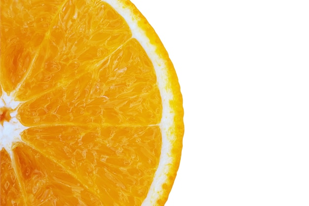 白い背景の上のパルプの質感を持つ半分のオレンジ