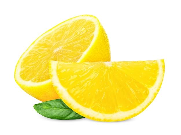 半分とスライス レモンは、白い背景で隔離