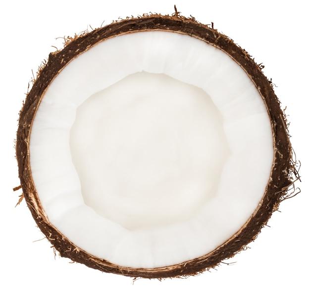 白で隔離される半分のココナッツの上面図。