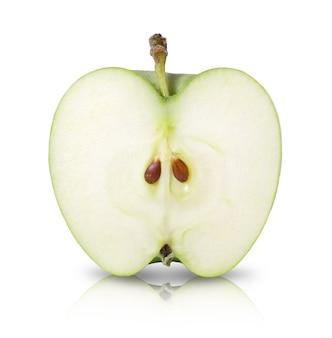 반 녹색 익은 달콤한 사과 절연