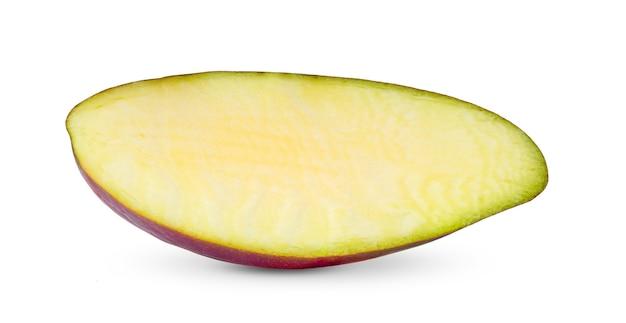白い背景で隔離の半分のマンゴー