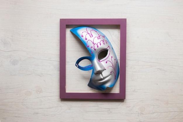 Half mask in frame
