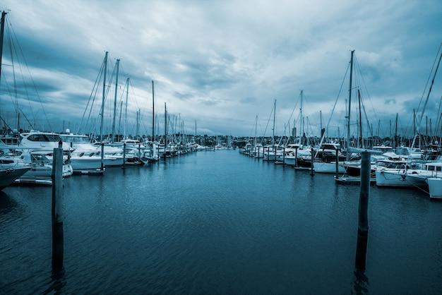 Яхты в half moon bay, окленд, новая зеландия
