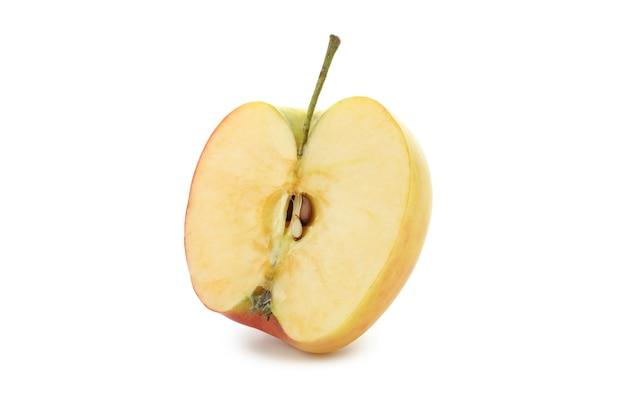 白い背景で隔離のリンゴの半分
