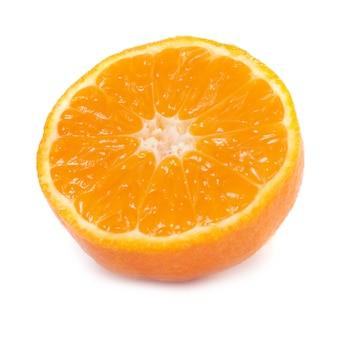 오렌지 만다린 흰색 배경에 고립의 절반