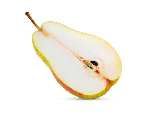 白い背景で隔離の梨の半分