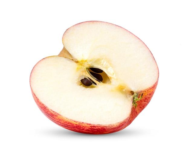 白い背景で隔離の種子のない半分赤いリンゴ果実
