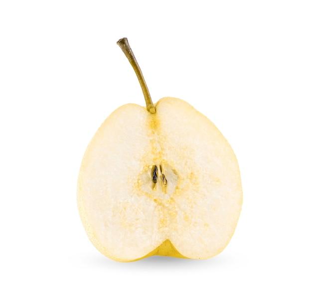 白い背景で隔離の半分黄色の梨の果実