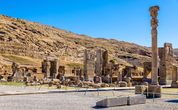 페르 세 폴리스에있는 백 열의 홀-이란