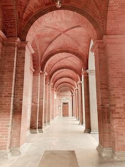 イタリア、サンタマリアのアーチのあるホール