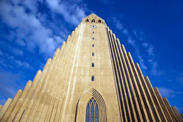 아이슬란드 레이캬비크 Hallgrimskirkja 교회 프리미엄 사진