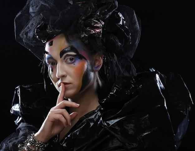 ハロウィーン美容スタイルの女性の化粧