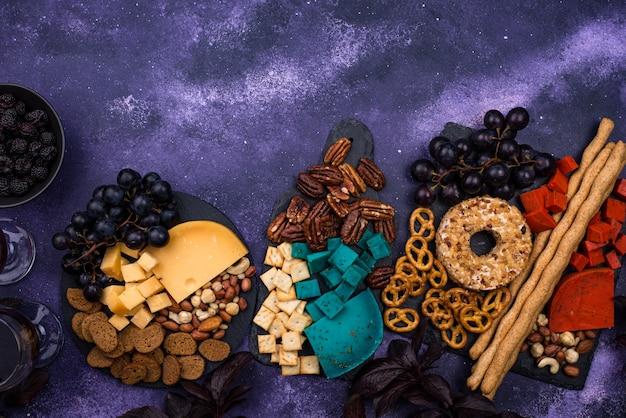 블루와 레드 치즈와 함께 할로윈 치즈 보드