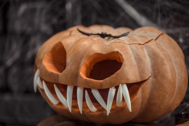 Хэллоуин, элементы декора и атрибуты праздника.