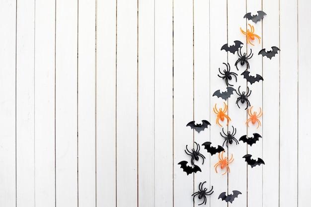 ハロウィーン、装飾、怖いコンセプト。黒い紙コウモリとクモ