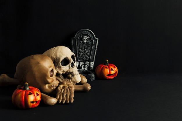 Decorazione di halloween con i teschi
