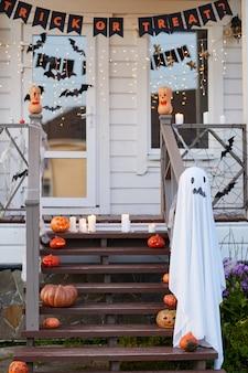 Хэллоуин украшения в доме крыльцо