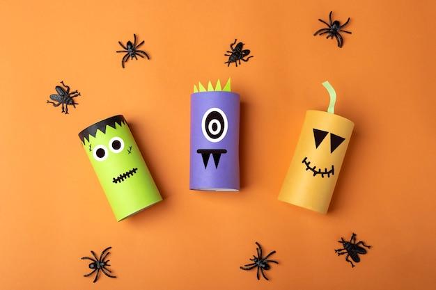 Хэллоуин diy и детское творчество. экологичная вторичная переработка тубуса из рулона туалетной бумаги. детский бумажный монстр, тыква, франкенштейн. развитие воображения и сенсорной моторики.