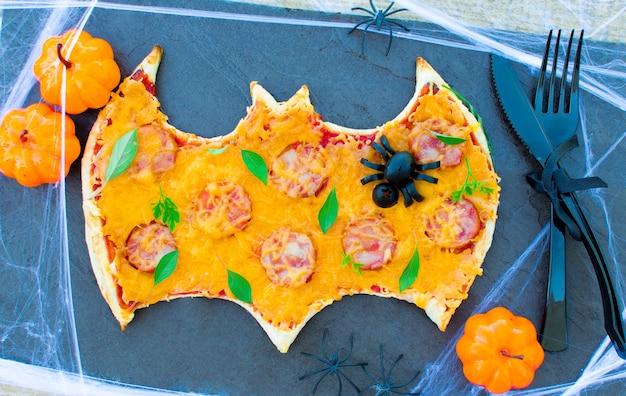 Хеллоуин еда для детей пицца. детская вечеринка смешная сумасшедшая еда