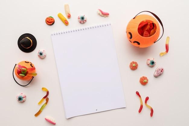 Шаблон макета рамки хэллоуина с плоской кладкой конфет