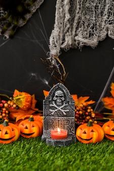 Cimitero di halloween con zucche amichevoli