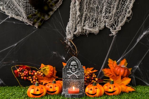 Cimitero di halloween con la rete