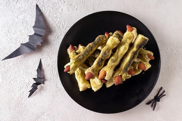 Печенье с зелеными пальчиками на хэллоуин из теста и матча